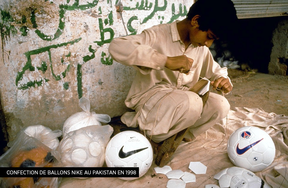 Confection de ballons Nike au Pakistan en 1998